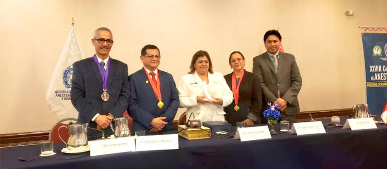 Ministra de salud recibió homenaje en el XXVIII Congreso Peruano de Anestesiología